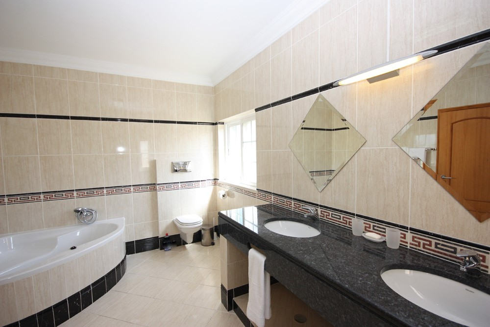 Varandas Da Lago Luxury Master Bathroom
