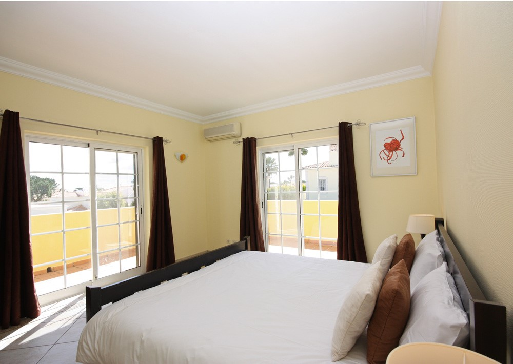Varandas Da Lago Luxury Master Bedroom