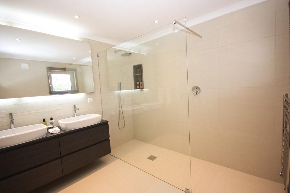 Monte Golfe Luxury Villa Guest Shower Edited 1