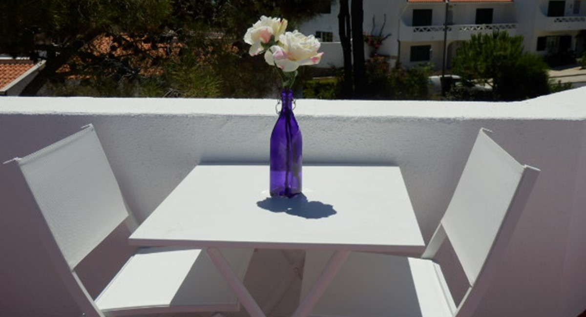 TOP TERRACE TABLE AND CHAIRS