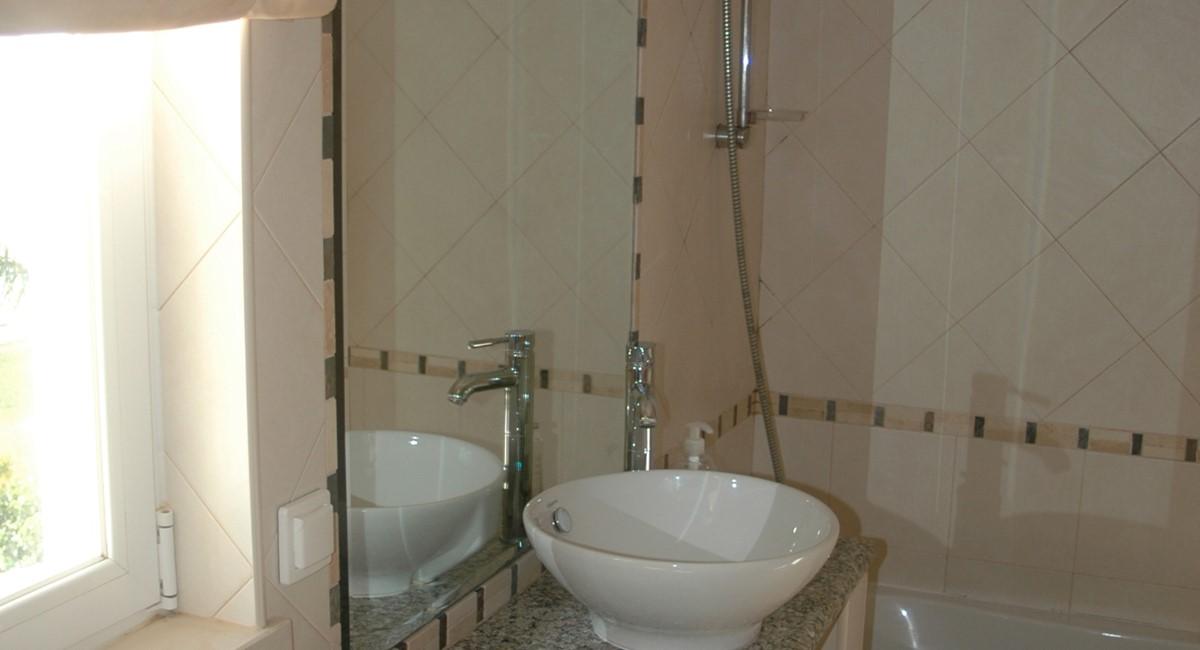 17 Bathroom 1St Floor